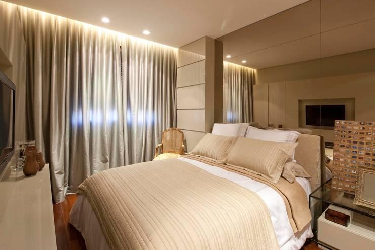 Dormitorios de estilo moderno de Gláucia Britto