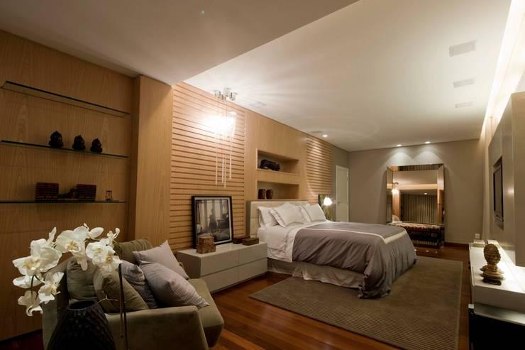 Apartamento CN: Quartos  por Gláucia Britto,