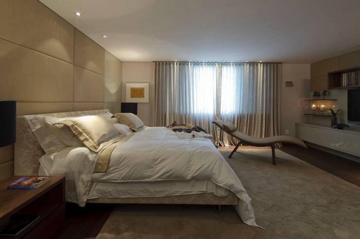 Residência CN: Quartos  por Gláucia Britto