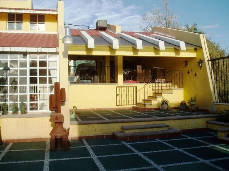 Terraza y garaje cubierto estado original:  de estilo  por ARQUELIGE