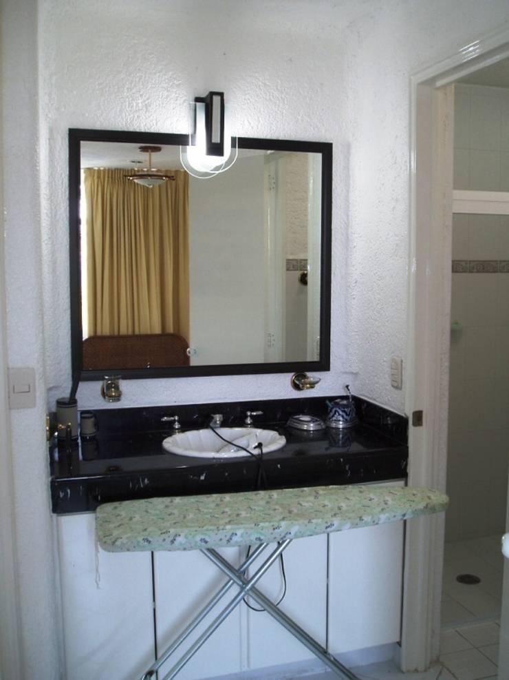 Tocador y lavabo estado original:  de estilo  por ARQUELIGE