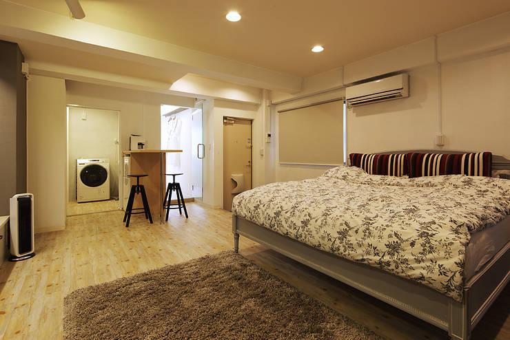 秋葉原リノベーション: 有限会社タクト設計事務所が手掛けた寝室です。