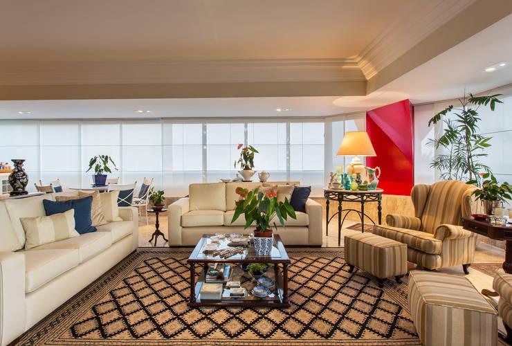 Sala de Convivencia: Salas de estar  por Bruno Sgrillo Arquitetura