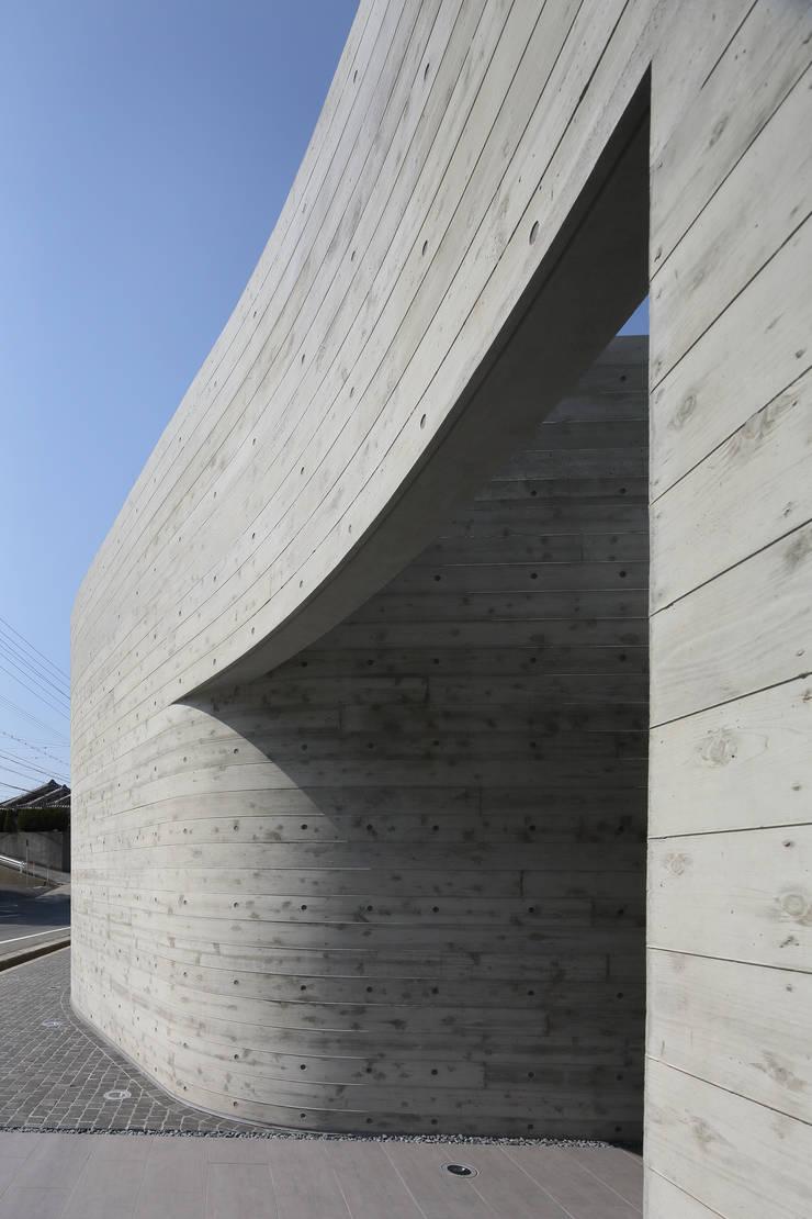 Villa SiS: 株式会社 庄司圭介アトリエ一級建築士事務所が手掛けた家です。,モダン