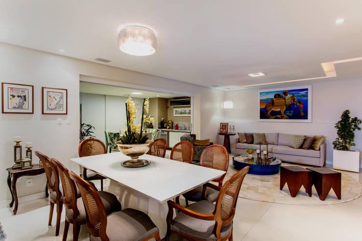 Sala de Estar e Jantar: Salas de estar  por Bruno Sgrillo Arquitetura