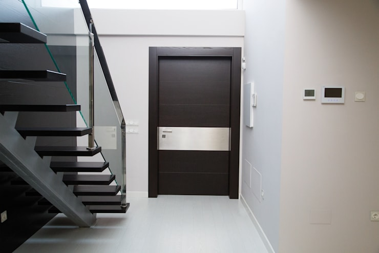 Ventanas y puertas de estilo  por Domporte
