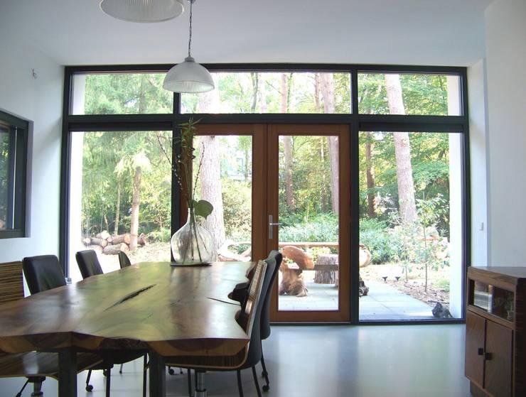 modern Dining room by Bureau MT