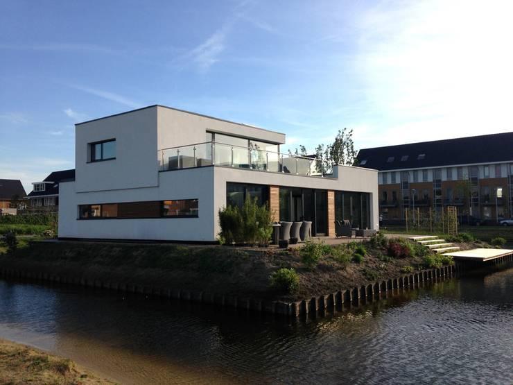Casas modernas por Bureau MT
