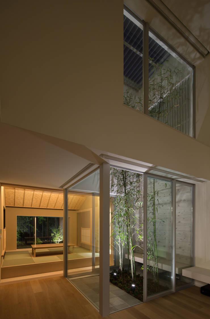 甲子園の家: Abax Architectsが手掛けた庭です。