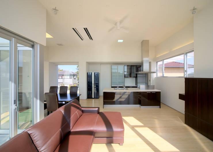 水盤の家: 株式会社 庄司圭介アトリエ一級建築士事務所が手掛けたキッチンです。,