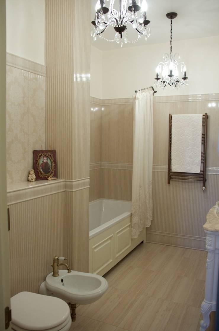 Дом на набережной: Ванные комнаты в . Автор – PerfectHome