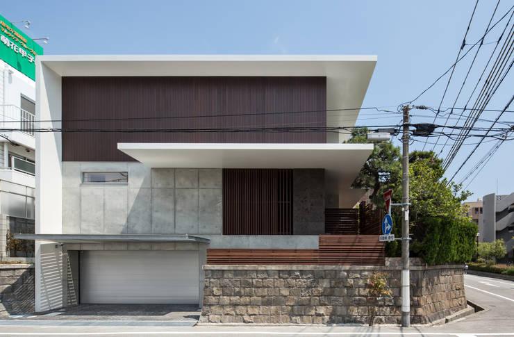 甲子園の家: Abax Architectsが手掛けた一戸建て住宅です。
