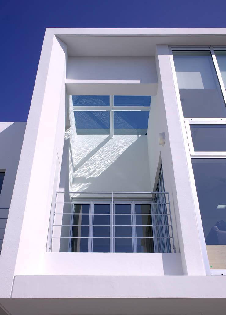 水盤の家: 株式会社 庄司圭介アトリエ一級建築士事務所が手掛けた家です。,