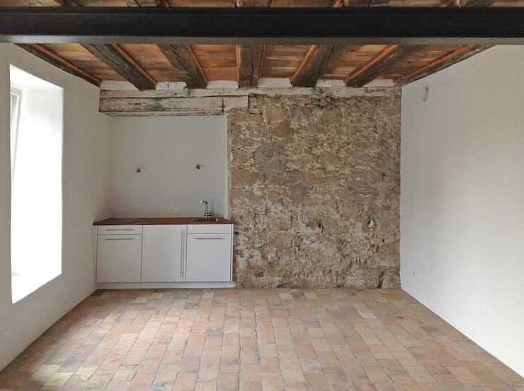 Umbau eines stattlichen Handwerkerhauses Jahrgang 1784:  Küche von Architekturbüro Gerhard Catrina AG