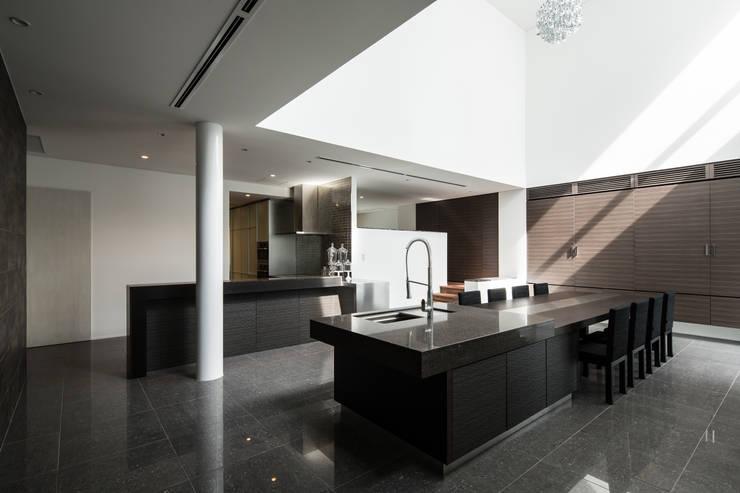 姫島の家: Abax Architectsが手掛けたダイニングです。