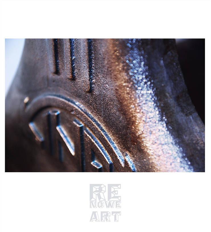 Biurko z blatem z czarnego dębu i żeliwnymi nogami od stołu kreślarskiego Kinexa: styl , w kategorii Domowe biuro i gabinet zaprojektowany przez ReNowe Art