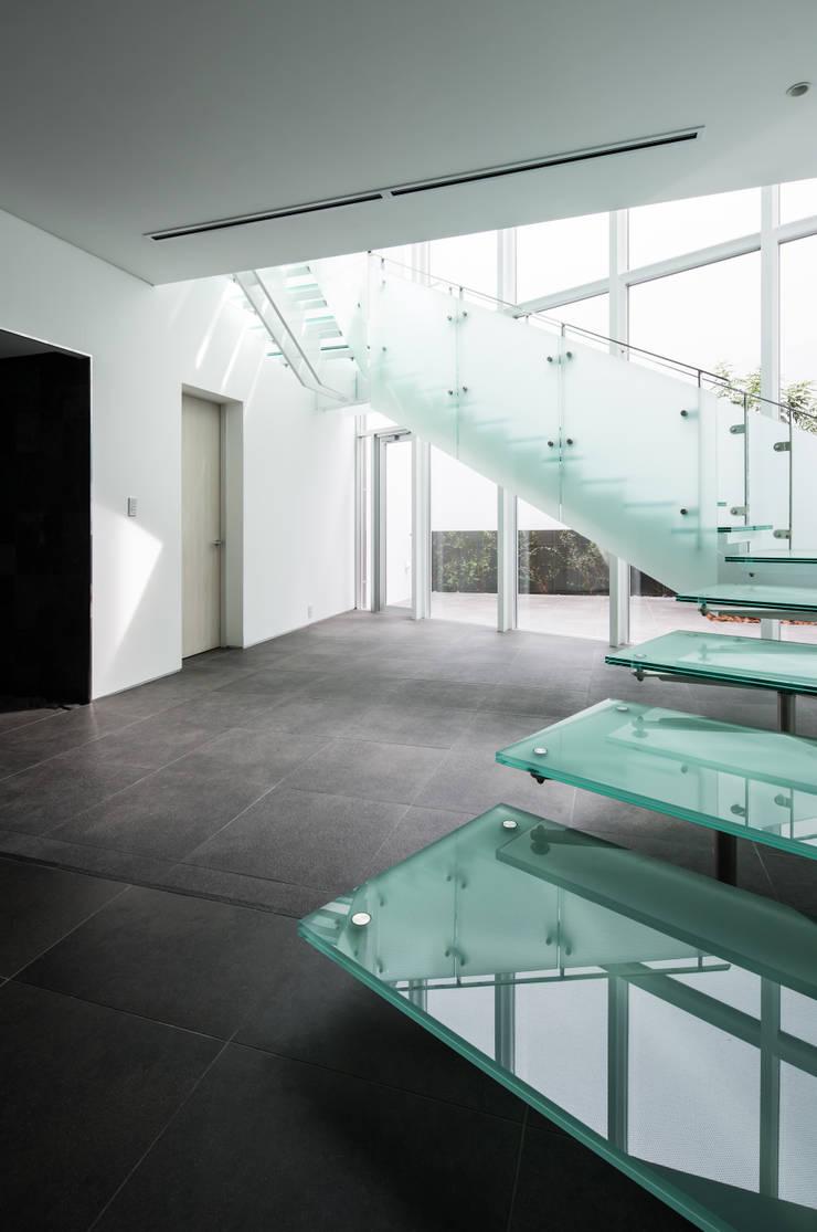 姫島の家: Abax Architectsが手掛けた階段です。