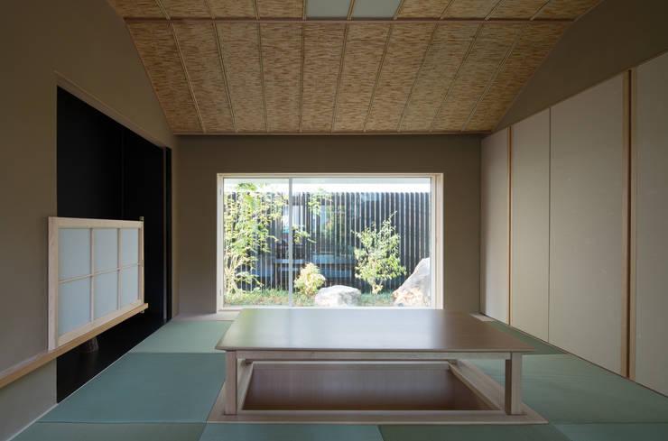 甲子園の家: Abax Architectsが手掛けた和室です。