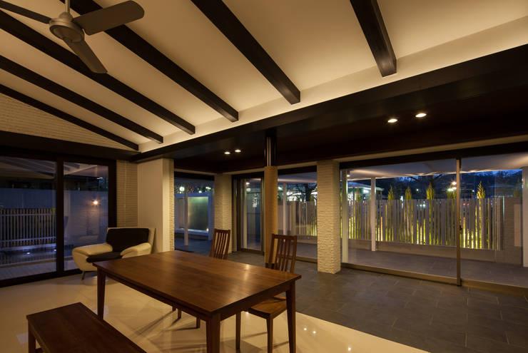 青山の家: Abax Architectsが手掛けたダイニングです。,モダン