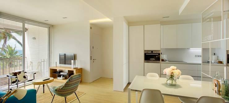 Apartamento CT: Cocinas de estilo  de costa+dos