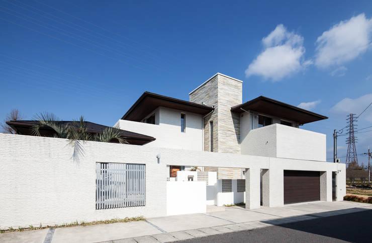 青山の家: Abax Architectsが手掛けた一戸建て住宅です。,モダン