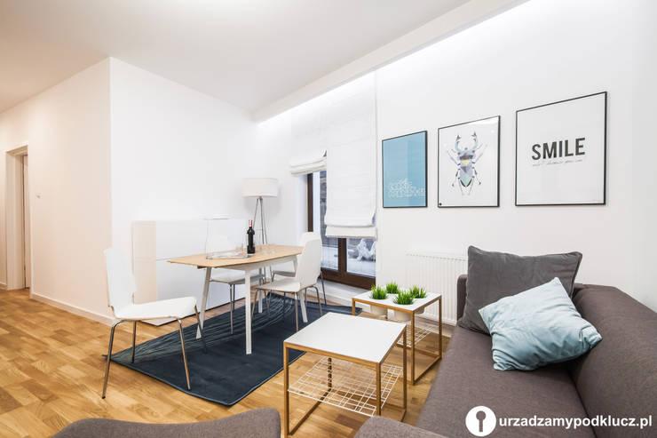 Skandynawska prostota!: styl , w kategorii Salon zaprojektowany przez Urządzamy pod klucz,Skandynawski