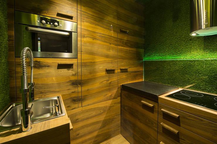 Cucina Sintetica - Vista laterale: Cucina in stile in stile Moderno di Vivaio la Quercia di Lizzeri Manuel & C. s.n.c.