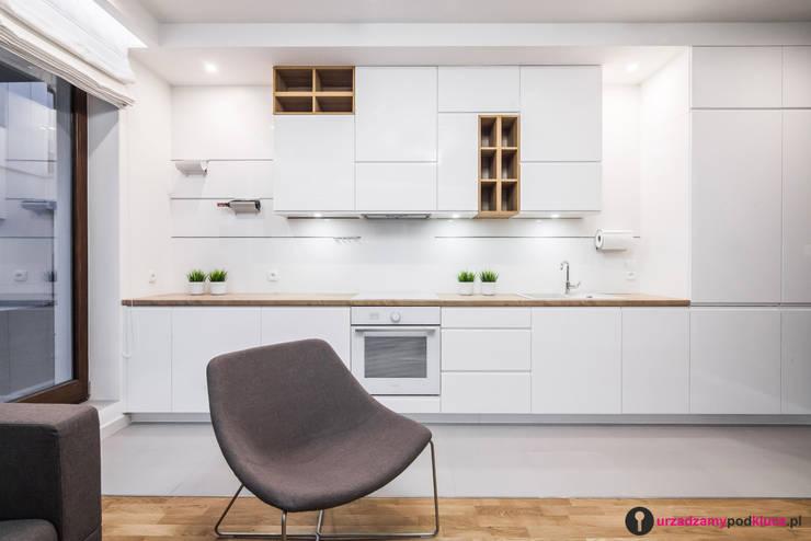 Skandynawska prostota!: styl , w kategorii Kuchnia zaprojektowany przez Urządzamy pod klucz,Skandynawski