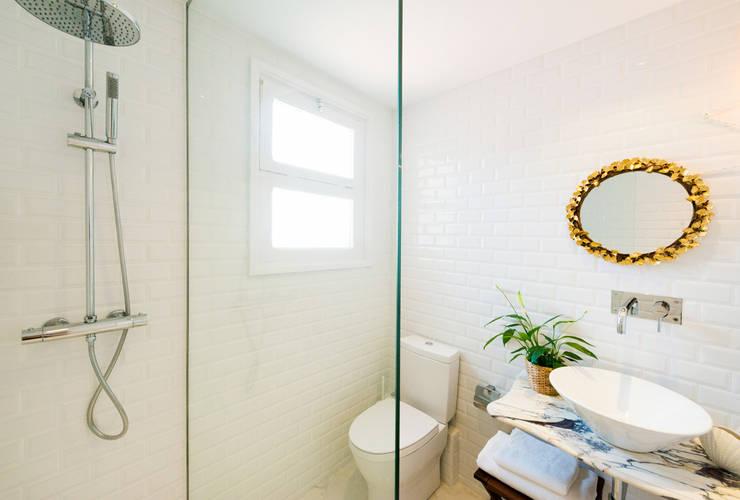 Baños de estilo  por LF24 Arquitectura Interiorismo