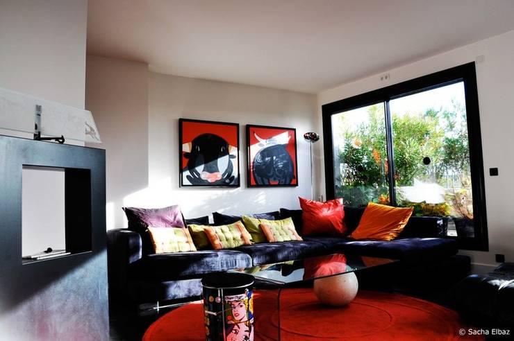 Salas de estar industriais por Elbaz Architecture