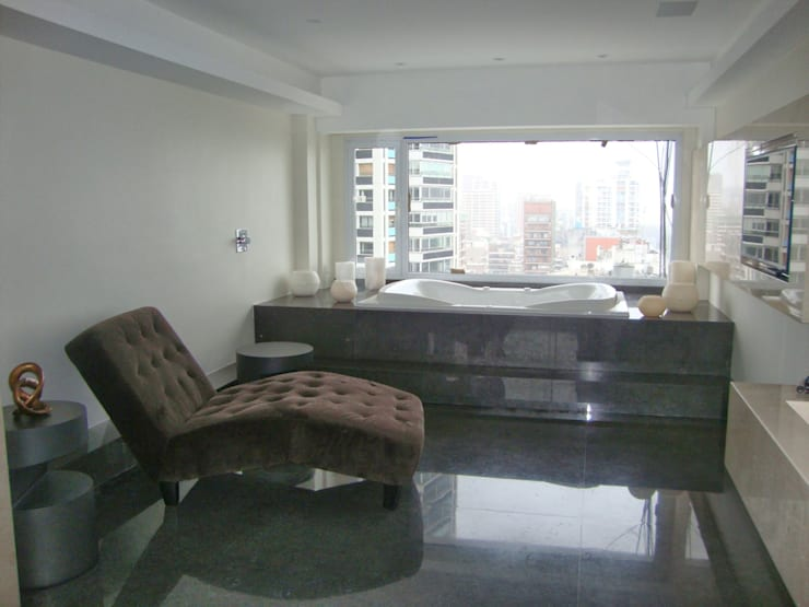 Libertador 2012: Baños de estilo  por Hargain Oneto Arquitectas