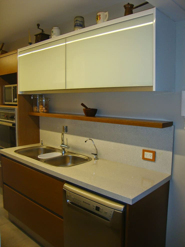 Cocina después de intervención sector pileta:  de estilo  por Hargain Oneto Arquitectas