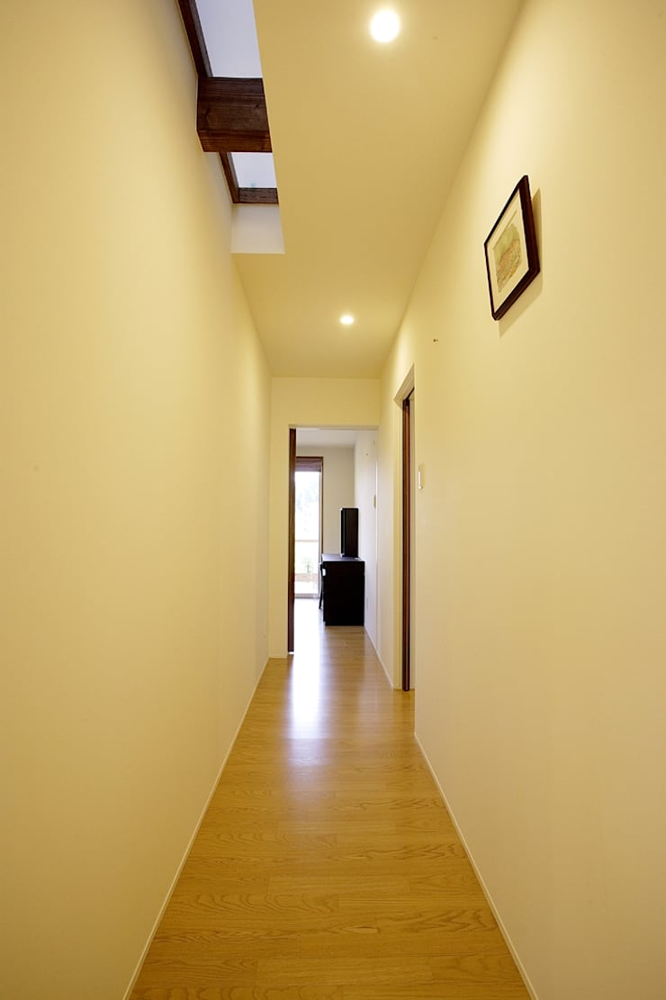 岩崎の家: 祐成大秀建築設計事務所が手掛けた廊下 & 玄関です。