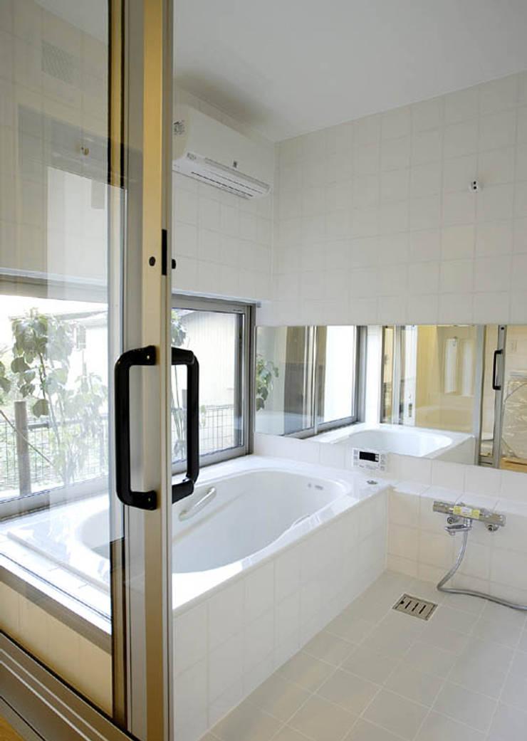 岩崎の家: 祐成大秀建築設計事務所が手掛けた浴室です。