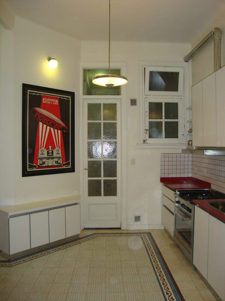 Departamento sobre la calle Rivadavia esquina Pichincha: Cocinas de estilo  por Hargain Oneto Arquitectas