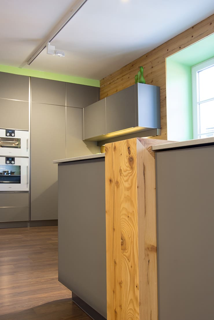 Kuche Mit Altholz Von Atelier Fur Kuchen Wohnkultur Laserer Homify