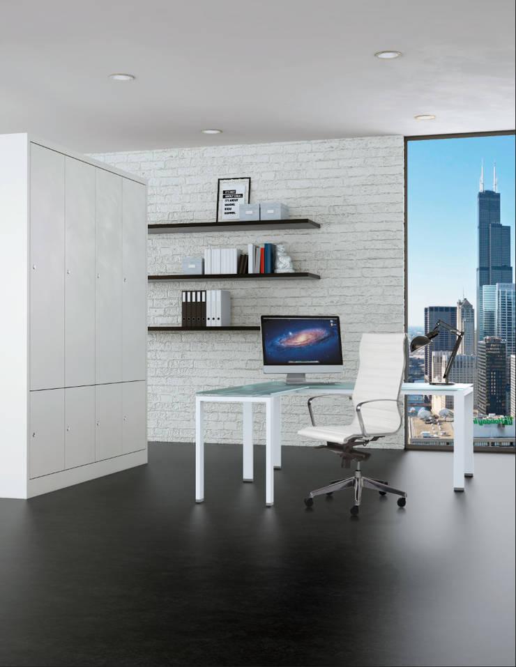 RE-1750-BLANCO Sillón retro respaldo alto tapiz eco-leather color blanco: Oficinas y tiendas de estilo  por Grupo Requiez, SA de CV