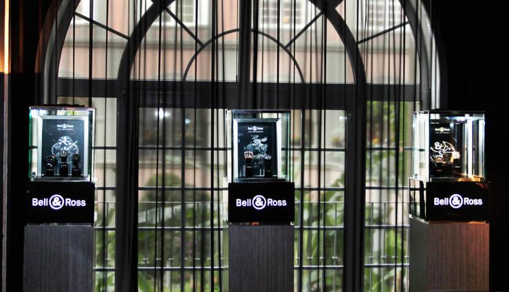 Bell&Ross: Centros de exhibiciones de estilo  por TocoMadera