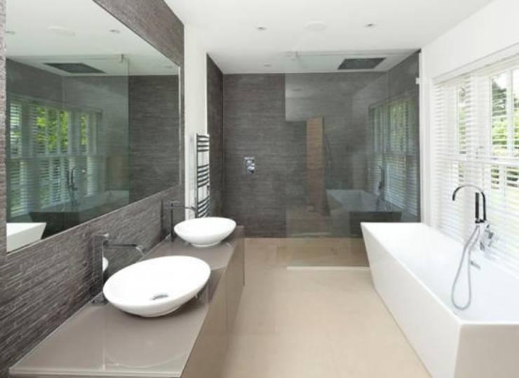 Baños de estilo  por New Wave AV