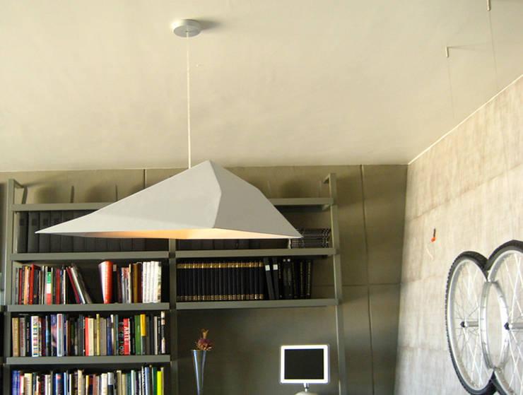 Break lamp: Hogar de estilo  por Natural Urbano