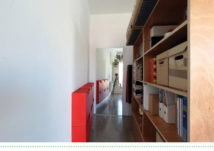 Camera da letto in stile in stile Moderno di Brigitte Hübner