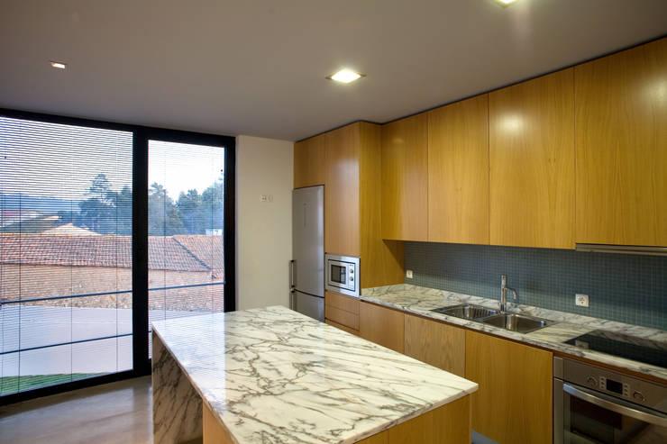 Projekty,  Kuchnia zaprojektowane przez GRAU.ZERO Arquitectura