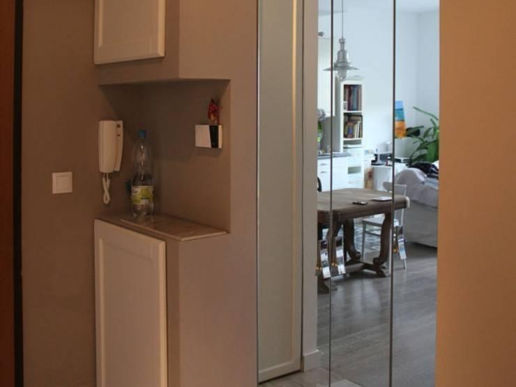 Szafa z lustrem: styl , w kategorii Korytarz, hol i schody zaprojektowany przez Szafawawa