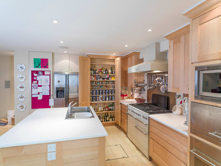 Balham Maple Kitchen designed and made by Tim Wood: modern Kitchen by Tim Wood Limited