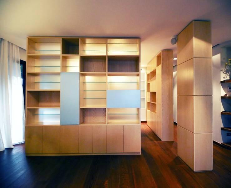 Oficinas y bibliotecas de estilo moderno de MAT architettura e design Moderno