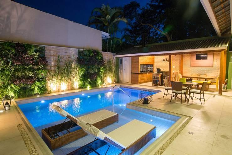 Residência Interlagos: Piscinas  por Nadia Takatama arquitetura e interiores,