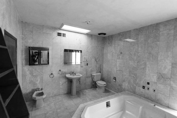 Banheiros modernos por Juan Luis Fernández Arquitecto