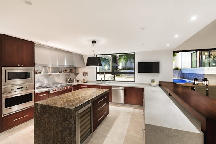 Cocinas de estilo moderno por Juan Luis Fernández Arquitecto
