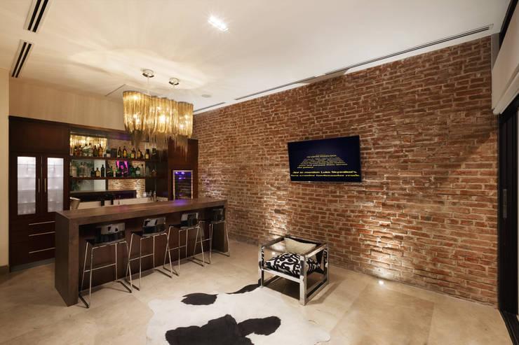 Nuevo Bar: Salas de estilo  por Juan Luis Fernández Arquitecto