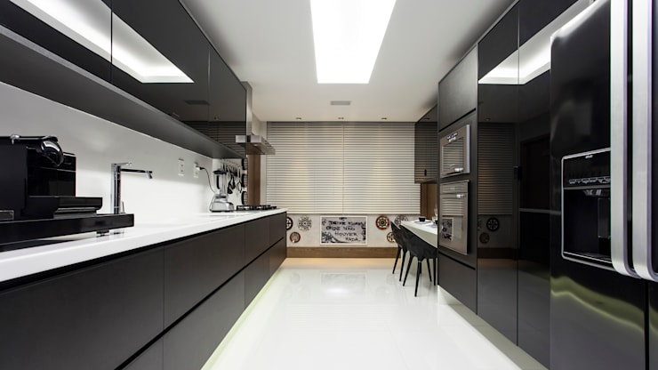 modern Kitchen by Flavio Moura Arquitetura